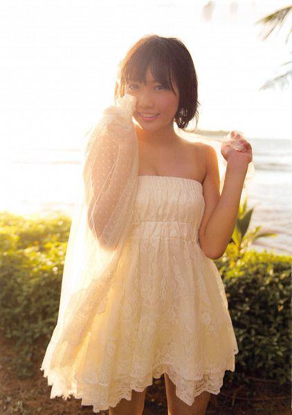 Tags: J-Pop, AKB48, Kizaki Yuria, Sleeveless Dress, Medium Hair, Hand On Head, Sleeveless, Bare Shoulders, Hand On Cheek, Bare Legs, White Dress, Outdoors