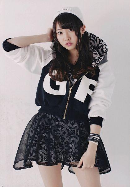 Tags: J-Pop, AKB48, Kizaki Yuria, Bare Legs, Hand In Hair, Hat, Gray Background, Bracelet, White Headwear, Black Skirt, Skirt, Black Outerwear