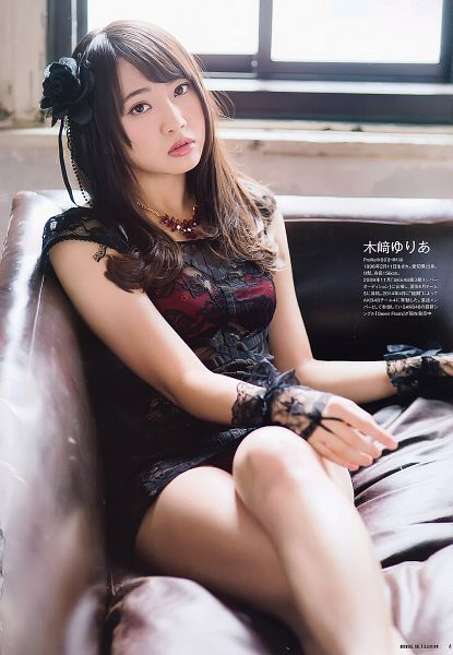 Tags: J-Pop, AKB48, Kizaki Yuria, Bare Legs, Couch, Crossed Legs, Black Outfit, Gloves, Japanese Text, Sitting On Couch, Lace, Black Gloves