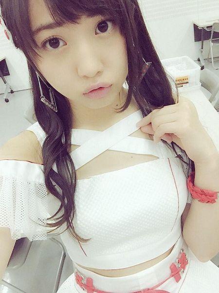 Tags: AKB48, Kizaki Yuria, Pouting, White Outfit