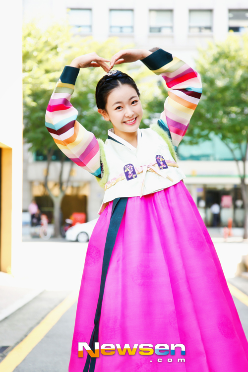 Tags: K-Drama, Ko Won-hee, Striped, Hair Up, Traditional Clothes, Heart Gesture, Korean Clothes, Skirt, Pink Skirt, Hanbok