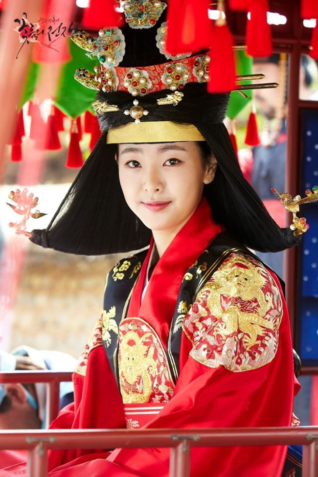 Tags: K-Drama, Ko Won-hee, Crown, Korean Clothes, Hanbok, Hair Up, Red Outfit, Headdress, Traditional Clothes