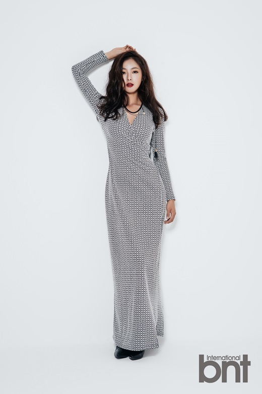 Tags: K-Drama, Ko Won-hee, Light Background, One Arm Up, White Background, Spotted, Serious, Necklace, Spotted Background, Red Lips, Black Eyes, Magazine Scan
