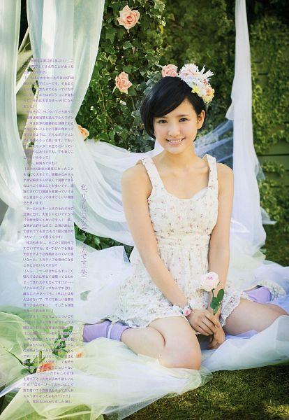 Tags: J-Pop, HKT48, AKB48, Kodama Haruka, Blue Legwear, White Outfit, Bare Shoulders, Collarbone, High Heels, Hair Ornament, White Dress, White Footwear