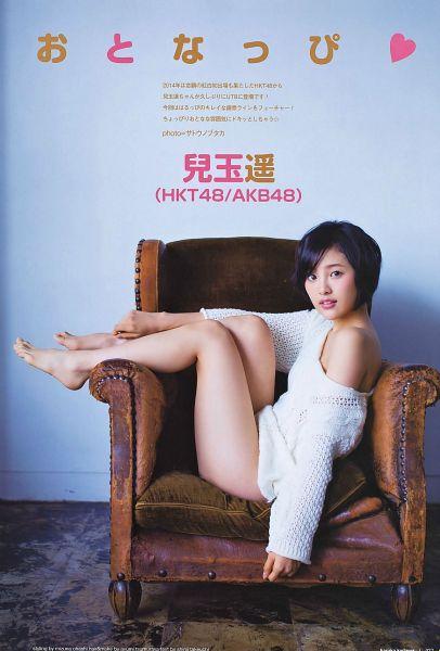 Tags: J-Pop, AKB48, HKT48, Kodama Haruka, Text: Artist Name, Japanese Text, Blue Background, Bare Shoulders, Sweater, Barefoot, Bare Legs, Hand On Leg