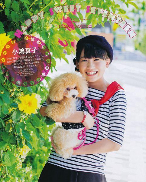 Tags: J-Pop, AKB48, Kojima Mako, Cute, Hat, Dog, Animal, Magazine Scan