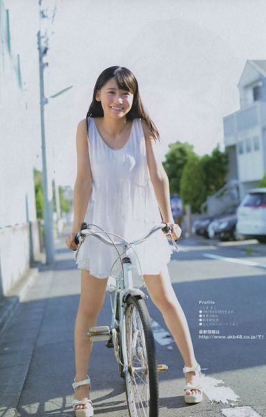 Tags: J-Pop, AKB48, Kojima Mako, High Heels, Outdoors, Bicycle, Full Body, White Footwear, White Dress, Japanese Text, Android/iPhone Wallpaper