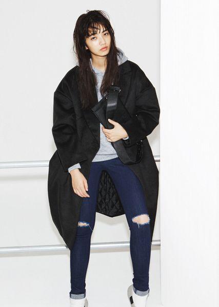 Tags: Dorama, Komatsu Nana, Light Background, White Background, Jeans, Bag, Nylon, Magazine Scan, Android/iPhone Wallpaper, Scan