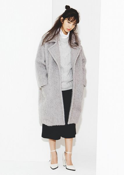 Tags: Dorama, Komatsu Nana, White Background, Coat, White Footwear, High Heels, Collar (Clothes), Skirt, Turtleneck, Light Background, Magazine Scan, Scan