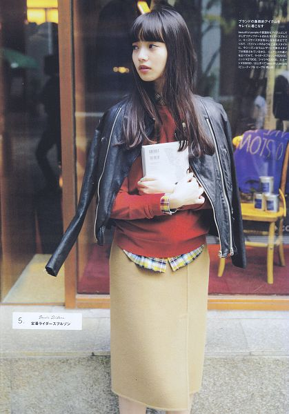 Tags: Dorama, Komatsu Nana, Book, Japanese Text, Brown Skirt, Red Shirt, Looking Away, Leather Jacket, Vivi, Magazine Scan, Scan