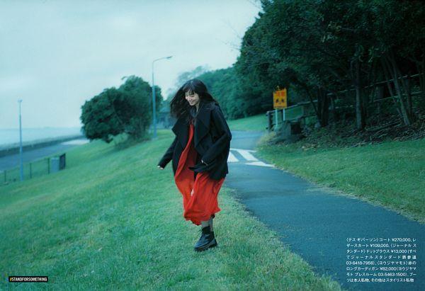 Tags: Dorama, Komatsu Nana, Black Footwear, Japanese Text, Looking Down, Houyhnhnm