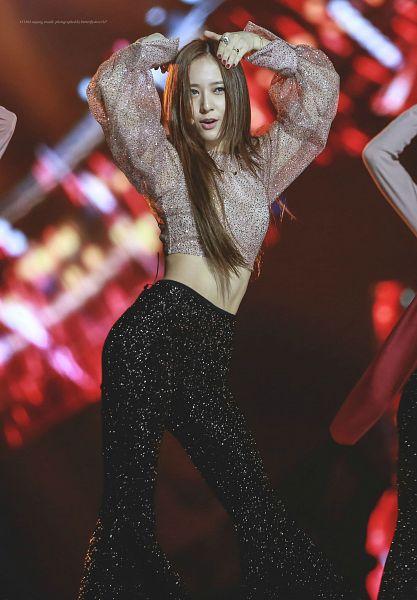 Tags: K-Pop, f(x), Krystal Jung, Ring, Nail Polish, Midriff, Text: Artist Name, Looking Up, Black Pants, Silver Shirt, Arms Up, Text: Song Title
