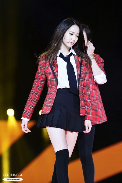 Tags: K-Pop, f(x), Krystal Jung, Black Eyes, Bare Legs, Socks, Dark Background, Checkered, Black Neckwear, Bracelet, Looking Down, Checkered Jacket