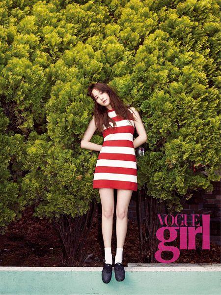 Tags: K-Pop, f(x), Krystal Jung, Black Footwear, Text: Magazine Name, Striped Dress, Socks, Android/iPhone Wallpaper, VOGUE Girl