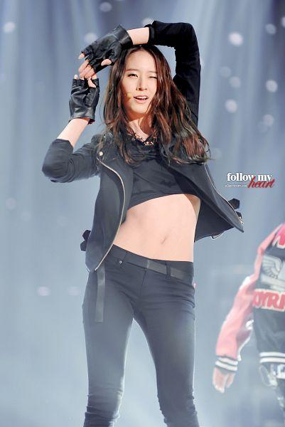 Tags: K-Pop, f(x), Krystal Jung, From Below, Gray Background, Belt, Gloves, Midriff, Black Gloves, Black Pants, Fingerless Gloves, Wink