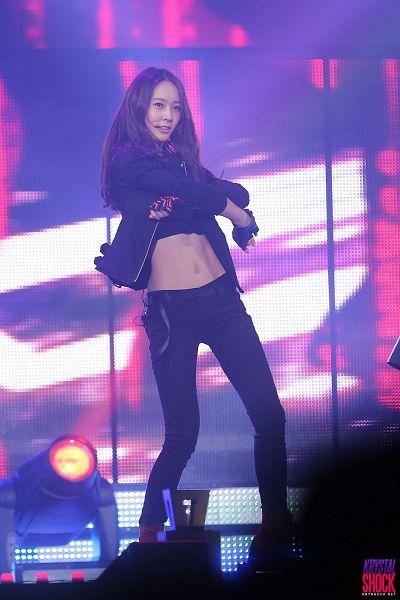 Tags: K-Pop, f(x), Krystal Jung, Gloves, Midriff, Black Gloves, Black Pants, Looking Up, Black Jacket, Fingerless Gloves, Belt, Krystal Shock