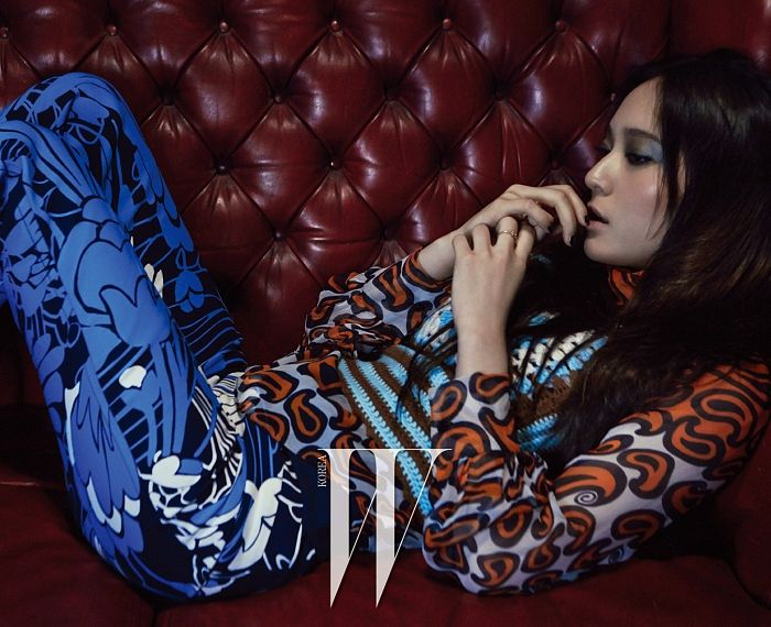 Tags: K-Pop, f(x), Krystal Jung, Couch, Sitting On Couch, Looking Ahead, Finger To Lips, Eyes Half Closed, Laying Down, Text: Magazine Name, Blue Pants, W Korea