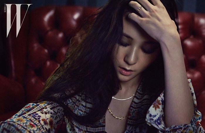 Tags: K-Pop, f(x), Krystal Jung, Sitting On Couch, Text: Magazine Name, Hand In Hair, Eyes Closed, Necklace, Couch, Scan, W Korea, Magazine Scan