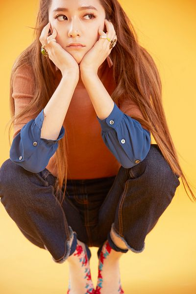 Tags: K-Pop, f(x), Krystal Jung, Crouching, Jeans, Yellow Background, Brown Shirt, Hand On Cheek, Hand On Head, Looking Away, Android/iPhone Wallpaper, 4 Walls