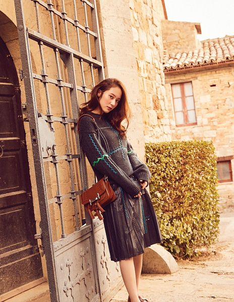 Tags: SM Town, K-Pop, f(x), Krystal Jung, Purse, Closed Mouth, Bag, Android/iPhone Wallpaper, Elle Korea