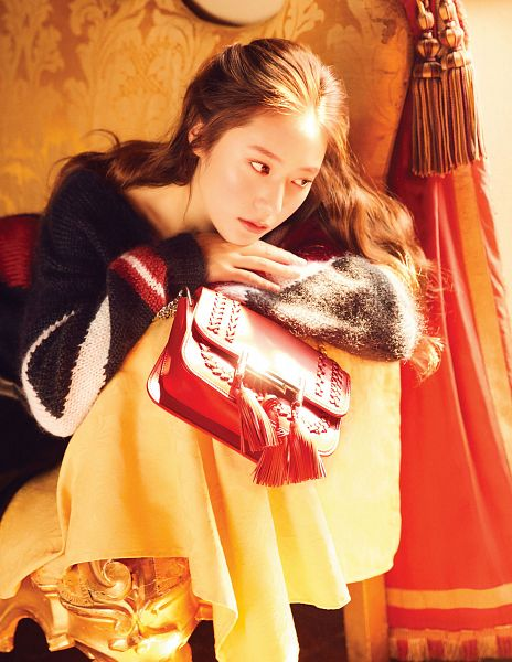 Tags: SM Town, K-Pop, f(x), Krystal Jung, Sitting On Couch, Couch, Purse, Looking Ahead, Bag, Android/iPhone Wallpaper, Elle Korea