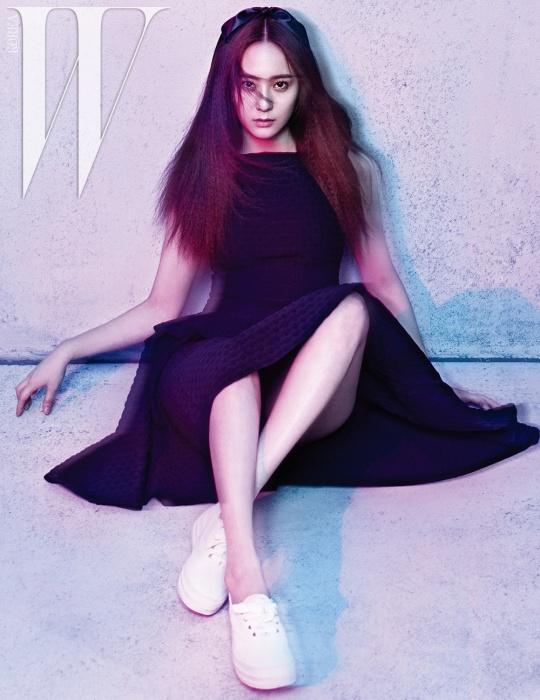 Tags: K-Pop, f(x), Krystal Jung, Suggestive, White Footwear, Black Outfit, Bare Legs, Full Body, Black Dress, Scan, W Korea, Magazine Scan