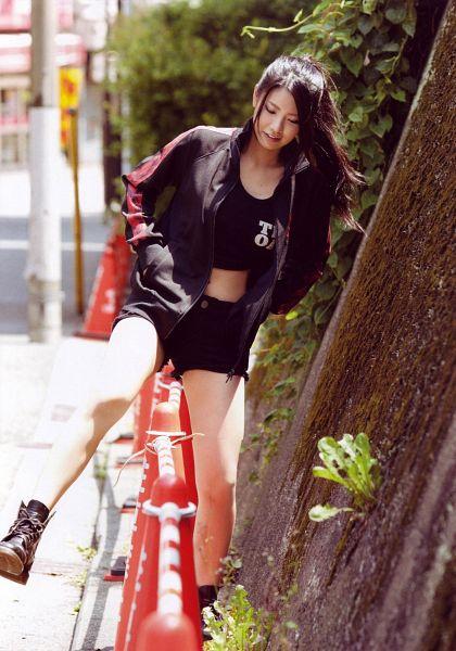 Tags: J-Pop, AKB48, Kuramochi Asuka, Looking Down, Hand In Pocket, Standing On One Leg, Shoes, Black Footwear, Midriff, Shorts, Black Shorts, Black Jacket