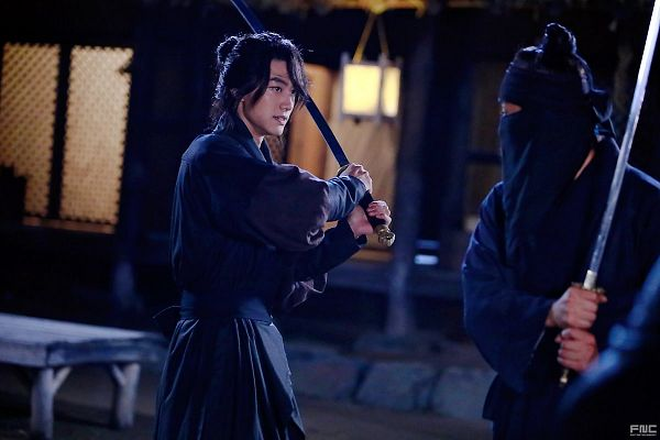 Tags: K-Drama, Kwak Dong-yeon, Duo, Ponytail, Weapons, Traditional Clothes, Standing, Sword, Korean Clothes, Black Outfit, Night, Hair Up