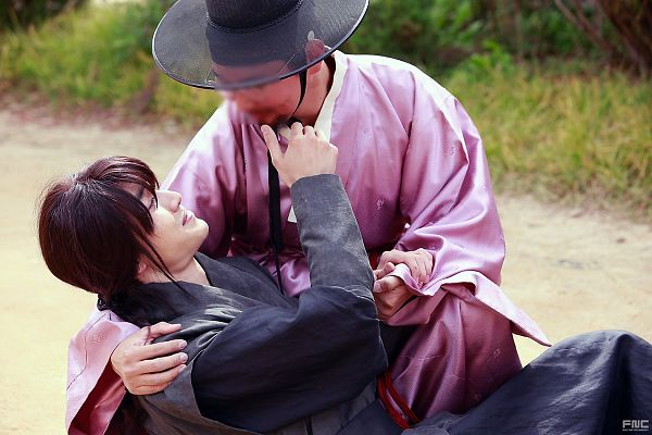 Tags: K-Drama, Kwak Dong-yeon, Hair Up, Duo, Ponytail, Traditional Clothes, Hat, Korean Clothes, Black Outfit, Pink Outfit, Moonlight Drawn by Clouds
