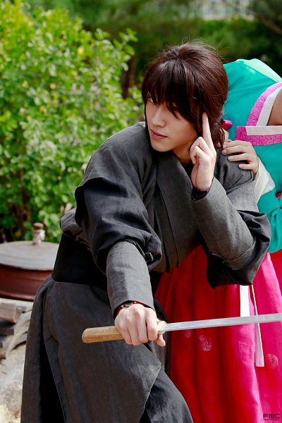Tags: K-Drama, Kwak Dong-yeon, Plant, Ponytail, Traditional Clothes, Weapons, Korean Clothes, Sword, Black Outfit, Hair Up, Bush, Moonlight Drawn by Clouds