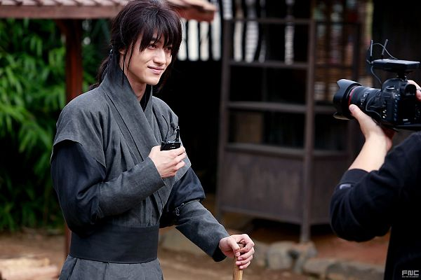 Tags: K-Drama, Kwak Dong-yeon, Korean Clothes, Camera, Black Outfit, Hair Up, Ponytail, Traditional Clothes, Standing, Moonlight Drawn by Clouds