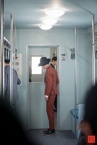 Tags: K-Drama, Kwak Dong-yeon, Orange Outerwear, Jacket, Short Hair, Train, Hat, Tie, Standing, Mobile Wallpaper