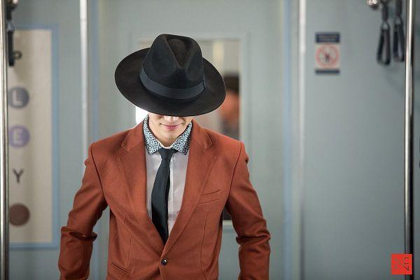 Tags: K-Drama, Kwak Dong-yeon, Short Hair, Train, Hat, Tie, Standing, Orange Outerwear, Jacket