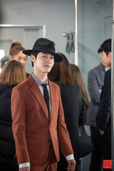 Tags: K-Drama, Kwak Dong-yeon, Hat, Orange Outerwear, Tie, Train, Android/iPhone Wallpaper