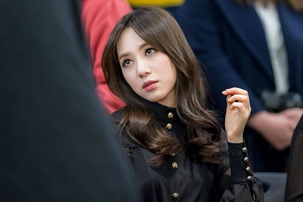 Tags: K-Pop, AOA (Ace Of Angels), Kwon Mina, Looking Away, Wallpaper