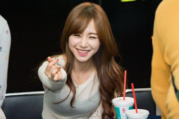Tags: K-Pop, AOA (Ace Of Angels), Kwon Mina, Eyes Half Closed, Heart Gesture, Drinks, Dark Background, From Above, Black Background, Wallpaper