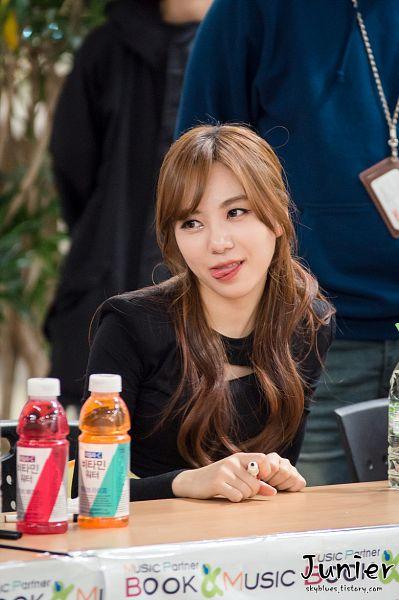 Tags: K-Pop, AOA (Ace Of Angels), Kwon Mina, Drinks, Looking Away, Pen, Tongue, Junier