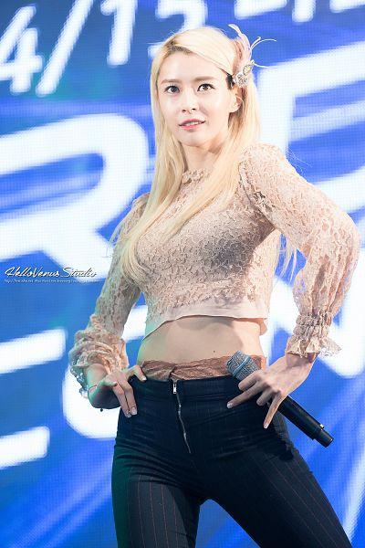 Tags: K-Pop, Hello Venus, Kwon Nara, Belt, Striped Pants, Midriff, Striped, Black Pants, Pink Shirt, Hand On Hip, Blue Background, Hellovenus Studio