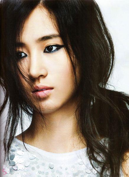 Tags: K-Pop, Girls' Generation, Kwon Yuri, Mobile Wallpaper