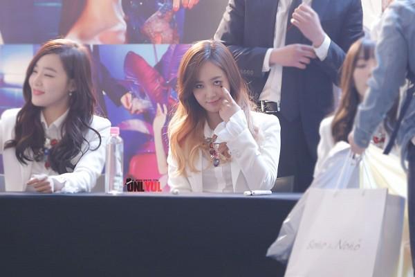 Tags: K-Pop, Girls' Generation, Kwon Yuri, Stephanie Young Hwang, Wallpaper
