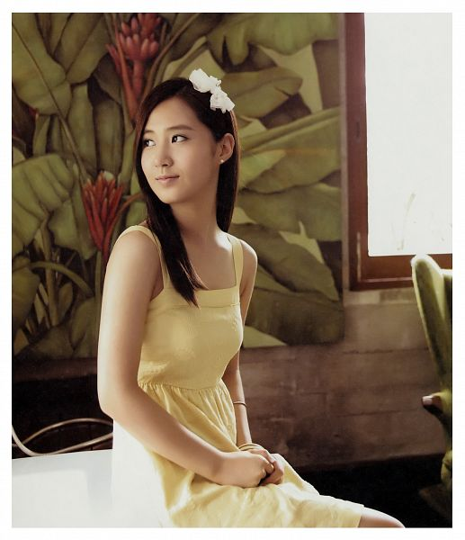 Tags: K-Pop, Girls' Generation, Kwon Yuri, White Bow, Looking Away, Hair Ornament, Hair Bow, Sleeveless, Bare Shoulders, Yellow Outfit, Bow, Yellow Dress