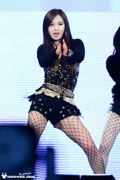 Tags: K-Pop, Girls' Generation, I Got A Boy, Kwon Yuri, Striped Background, From Below, Fishnets, Black Shorts, Looking Away, Clapping, Pantyhose, Bare Legs
