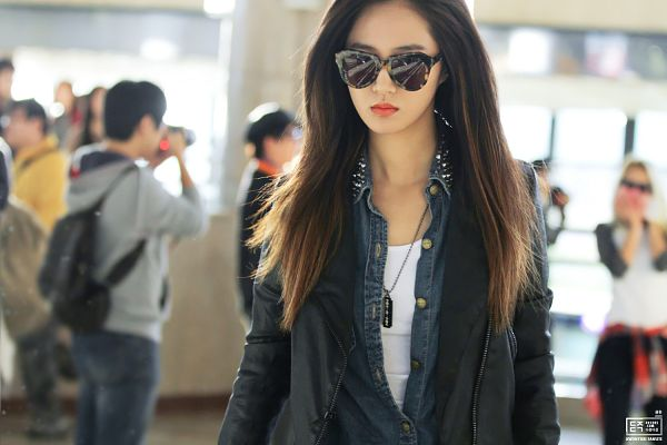 Tags: K-Pop, Girls' Generation, Kwon Yuri, Leather Jacket, Black Outerwear, Black Jacket, Airport, Sunglasses, Looking Ahead, Denim Jacket, Necklace, Covering Eyes