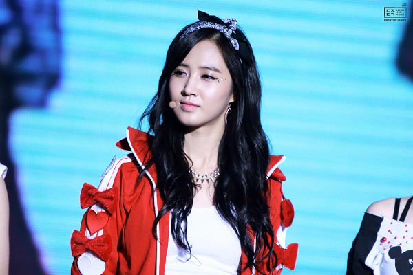 Tags: K-Pop, Girls' Generation, Kwon Yuri, Looking Away, Blue Headwear, Hair Bow, Blue Bow, Necklace, Bow, Blue Background, Red Outerwear, Hairband