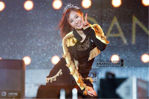 Tags: K-Pop, Girls' Generation, Kwon Yuri, Black Pants, Hair Ornament, Hairband, Black Jacket, Blue Headwear, Hair Bow, Ponytail, Blue Bow, Hand On Leg