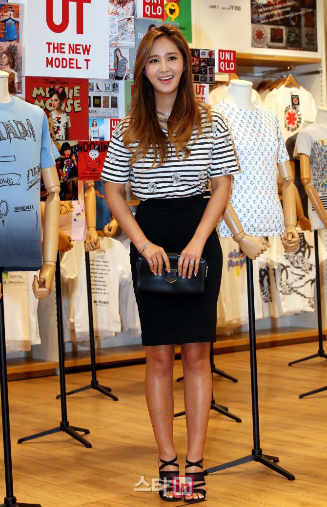 Tags: K-Pop, Girls' Generation, Kwon Yuri, Skirt, Make Up, Striped, Necklace, Black Footwear, Striped Shirt, High Heels, Nail Polish, Black Skirt