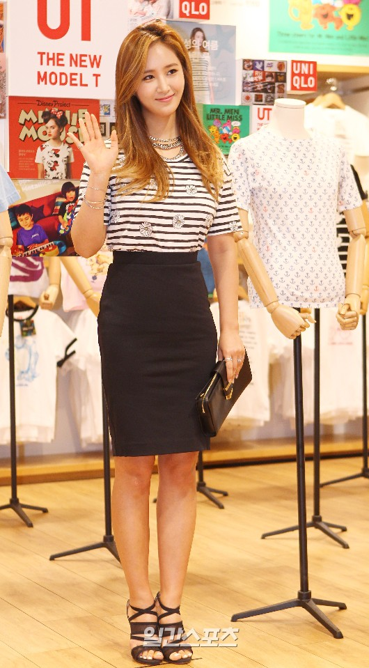Tags: K-Pop, Girls' Generation, Kwon Yuri, Wave, Black Footwear, Striped Shirt, Necklace, Nail Polish, Black Skirt, Purse, High Heels, Bag