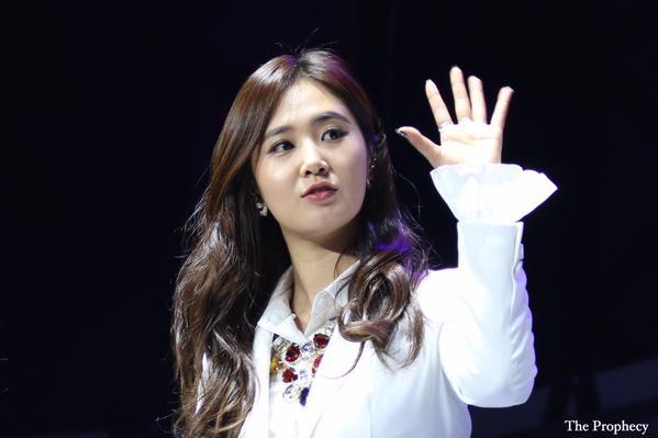 Tags: K-Pop, Girls' Generation, Kwon Yuri, Wave, Black Background, Looking Away, White Jacket, The Prophecy