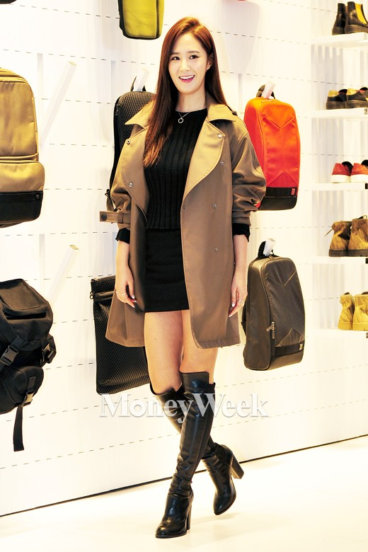 Tags: K-Pop, Girls' Generation, Kwon Yuri, Necklace, Bag, White Background, Brown Outerwear, High Heels, Looking Away, Bare Legs, Knee Boots, Sneakers