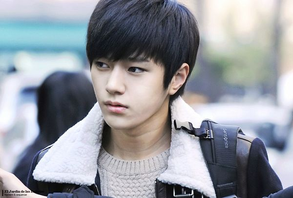 Tags: K-Pop, Infinite, L, Black Jacket, Bag, Close Up, Looking Away, Outdoors, Sweater, Moment & Sequence